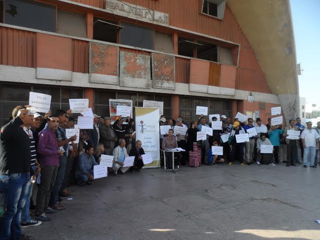 """أكادير: وقفة احتجاجية ضد هدم وتفويت عقار""""سينما سلام""""."""