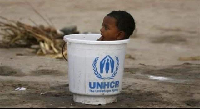 أفريقي يسبح في سطل وكالة الأمم المتحدة للنازحين