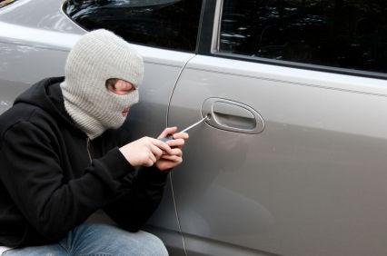 إنزكان:  يسرق من داخل السيارات ويترك رقم هاتفه للضحية