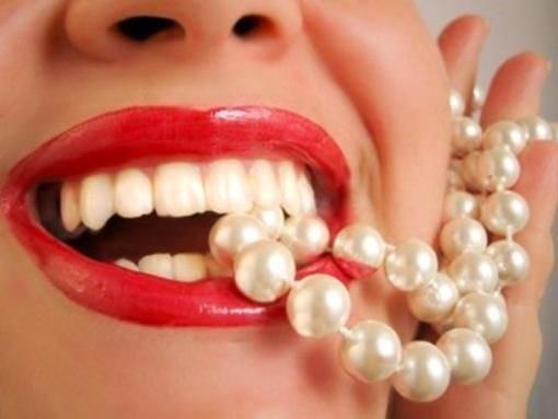 وصفات للحصول على أسنان براقة ولامعة في وقت وجيز