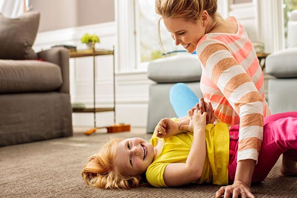 العبوا مع اطفالكم لتجنيبهم السمنة