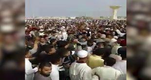 فيديو طرد إمام من صلاة العيد وضرب بالنعال