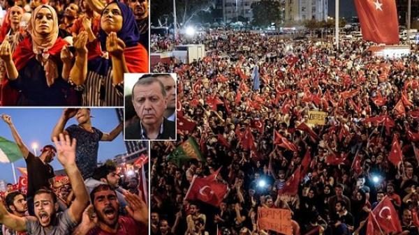 مئات آلاف الأتراك يحتجون على اردوغان  بأسطمبول