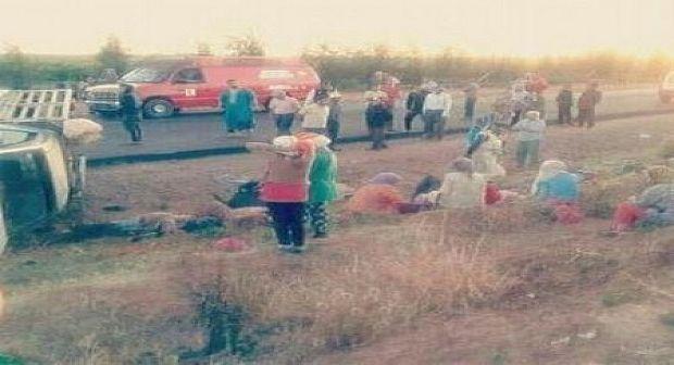 """اشتوكة: أصابة 13 عاملة زراعية تم شحنهن بواسطة بيكوب نحو  """" الفيرمة"""""""