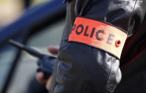 مبلغ 2000 درهم يسقط موظفي شرطة ابتزا مسير مقهى
