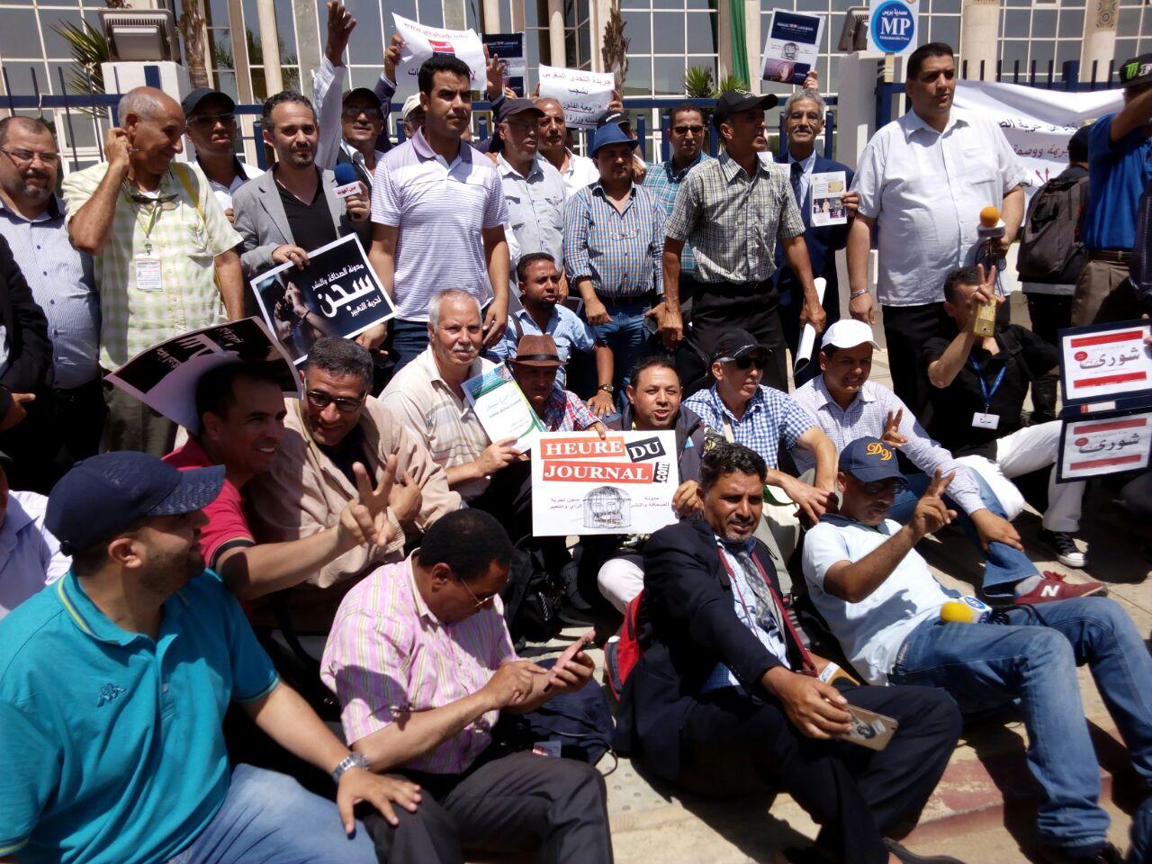 صحافيو ومدراء المواقع الإلكترونية يحتجون على الأعرج والوزير يتجاوب