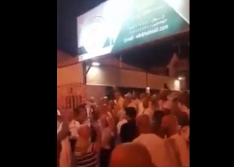 فضيحة..حجاج مغاربة مشردون بمنى..جوع وعطش واحتجاج!- فيديو